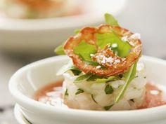 Kalte Pfirsich-Tomaten-Suppe mit Jakobsmuschel ist ein Rezept mit frischen Zutaten aus der Kategorie Suppen. Probieren Sie dieses und weitere Rezepte von EAT SMARTER!