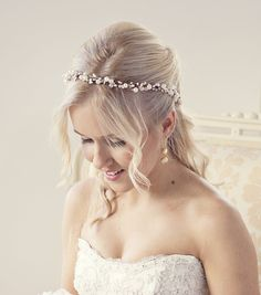 Rustikaler Blumenkranz aus Perlen für die Braut / bridal hair: pearl and flower wreath, vintage wedding made by WeddingBliss by Maija via DaWanda.com