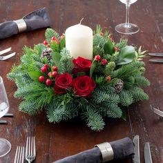 diy-wreath Red Rose Festive Table Centre A beautifully festive Christmas table ce Christmas Flower Arrangements, Christmas Table Centerpieces, Christmas Flowers, Xmas Decorations, Floral Arrangements, Christmas Crafts, Christmas Candles, Christmas Trees, Art Floral Noel