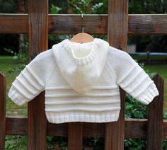 layette gilet paletot à capuche 3-6 mois neuf tricoté main Cardigan Bebe, Knitted Baby Cardigan, Hand Knitted Sweaters, Baby Pink Clothes, Baby Boy Vest, Knitting Machine Patterns, Baby Girl Sweaters, Baby Hats Knitting, Jacket Pattern