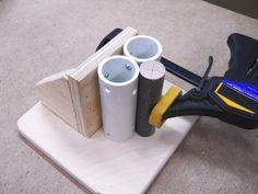 """J'ai coupé cette chute de contreplaqué 3/4"""" et je me suis assuré que je peux l'assujettir sur la table de la perceuse à colonne avec des serre-joints. I cut this 3/4"""" plywood scrap and I made sure ..."""