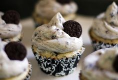 Life Is Sweets: Oreo Cookies and Cream Cupcakes