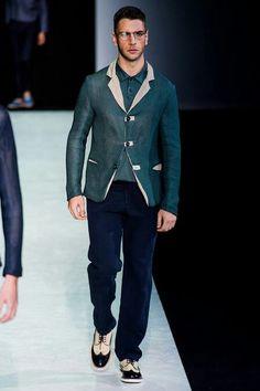 Giorgio Armani Spring 2014 Menswear Fashion Show Look Fashion, Daily Fashion, Fashion Show, Mens Fashion, Fashion Mag, Bespoke Suit, Bespoke Tailoring, Dapper Gentleman, Gentleman Style