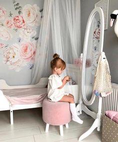 Nursery Decals, Nursery Room, Baby Room, Girl Nursery, Girl Bedroom Designs, Girls Bedroom, Bedroom Ideas, Little Girl Rooms, Flower Wall