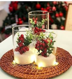 Simple And Popular Christmas Decorations - weihnachten-neujahr Christmas Candle Decorations, Christmas Candles, Christmas Themes, Christmas Holidays, Table Decorations, Winter Table Centerpieces, Reindeer Christmas, Home Decoration, Centrepieces