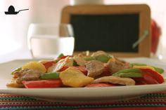 Salteado de verduras, patatas y carne