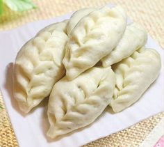 Kitchen Tips 1. Sweet soybean is an essential ingredient for Shandong flavor buns. 2. After steaming, braise the buns for another 5 minutes to prevent shrinking.