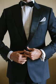 Black tuxedo   photography by http://heathernanphoto.com
