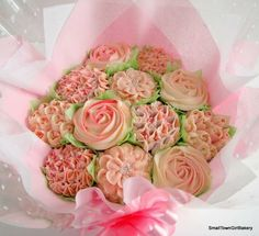 Pretty in pink cupcake bouquet Beautiful Cupcakes, Love Cupcakes, Vanilla Cupcakes, Cake Cookies, Cupcake Cakes, Frosting Flowers, Cupcake Bouquets, Freshly Baked, Cake Creations