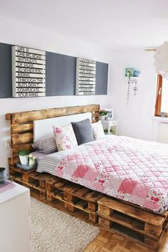 Diy pallet bed pallet bed best pallet bed frames ideas on pallet beds bed diy pallet . Pallet Bedframe, Diy Pallet Bed, Wooden Pallet Furniture, Pallet Wood, Pallet Bench, Outdoor Pallet, Pallett Bed, Bed Pallets, Pallet Seating