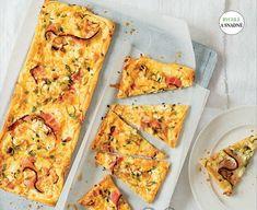 Ingredience: listové těsto 1 kus, pórek 2 kusy, slanina 100 gramů, sýr 250 gramů (Philladelphia), sýr 100 gramů (Feta), česnek 2 stroužky, tymián 2 snítky, vejce 2 kusy (+na potření). Tasty, Yummy Food, Hawaiian Pizza, Vegetable Pizza, Quiche, Feta, Bread, Homemade, Meals