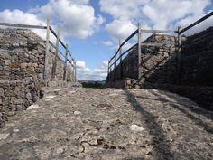 Carrowmore, un groupement de mégalithiques près de Sligo...   #sligo #carrowmore #ireland #irlande #alainntours   © Esordel Les Suffragettes, Prison, Le Village, Les Cascades, Walled Garden, Ireland