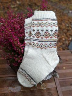 Sukat - Page 5 of 5 - Puikot ja kerä lankaa Knitting Videos, Knitting Socks, Christmas Stockings, Knit Crochet, Knitting Patterns, Holiday Decor, Children, Crocheting, Diy