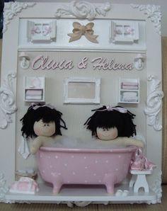 Quadro para porta de maternidade ou quarto do bebê.  Medidas: 50x40cm.  Poderá ser confeccionado na cor desejada.  Banheirinha de porcelana. R$390,00