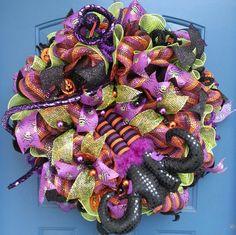 Halloween deco mesh wreath, Halloween wreath, Witch legs, Witch Wreath, spiders, snakes, deco mesh wreath, wreath