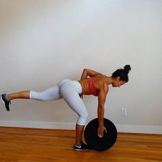 """7,517 tykkäystä, 120 kommenttia - Carmen Morgan (@mytrainercarmen) Instagramissa: """"Total Body Workout💥Using a 25lb weight plate, I get my plates from @getrxd 👍🏽 You could also use a…"""""""