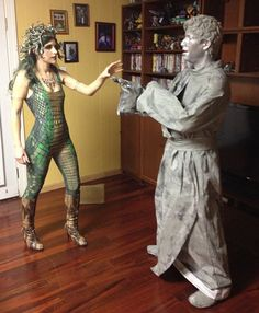 DIY Medusa Costume Ideas & Accessories for your DIY Medusa & Stone Statue Halloween Couple Costume I Maquillage Costume Medusa, Medusa Halloween Costume, Cute Couple Halloween Costumes, Halloween Carnival, Maquillage Halloween, Halloween Diy, Couple Costumes, Halloween Couples, Family Halloween