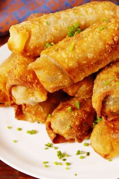 Cheesy Ham & Pickle Egg Rolls are STUFFED with all your favorite things. Chicken Spring Rolls, Egg Roll Recipes, Recipes With Egg Roll Wrappers, Dip Recipes, Potato Recipes, Chicken Recipes, Pickled Eggs, Homemade Pickles, Egg Rolls