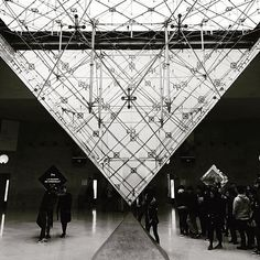 #vsco #vscocam #vscogood #iphone #iphonex #iphonephotography #blackandwhite #blackandwhitephotography #blackandwhitephoto #louvre #paris #france