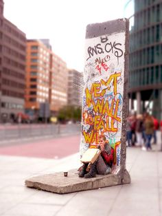The Berlin wall [*** Berlin, Germany ***] | Flickr - Photo Sharing! https://www.flickr.com/photos/7911394@N04/11768861386/