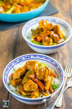 Chicken Satay Curry - Pinch Of Nom Slimming Recipes Easy Slimming World Recipes, Slimming Eats, Slimming Workd, Clean Eating Recipes, Cooking Recipes, Healthy Recipes, Simple Recipes, Healthy Food, Chicken Satay Curry