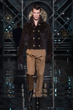 83b26ca03e2b Versace Men s Wear Autumn Winter 14 15 fashion show -  VersaceLive   Versacemenswear