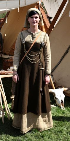 Viking women by ~DarkSunTattoo on deviantART  A simple tone on tone scheme that works well. Addition of the headscarf sells it. I wonder what period of viking or if this is viking headwear?