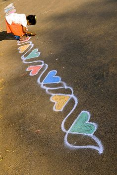 for sidewalk chalk and the artist Chalk Drawings, Cute Drawings, Chalk Design, Best Friend Drawings, Sidewalk Chalk Art, Chalk It Up, Halloween, Amazing Art, Art Projects