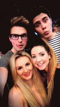 Marcus Butler, Alfie Deyes (Pointlessblog) Zoe Sugg (Zoella) and Marcus Butler's girlfriend Niomi Smart  <3