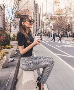 Black top and pumps with plaid pants Lass dich inspirieren: Unsere Business Outfit Damen Source by business outfits Office Outfits Women, Summer Work Outfits, Casual Work Outfits, Work Attire, Classy Outfits, Cool Outfits, Office Attire, Stylish Outfits, Work Outfit Men