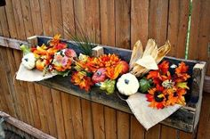 a outdoor flower post from used pallets- oooh! Great for flower boxes!