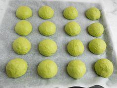 Spinatboller - Opskrift på sunde boller | Mummum.dk Hamburger, Bread, Dessert, Fruit, Kid Snacks, Food, Dessert Food, Toddler Snacks, Desserts