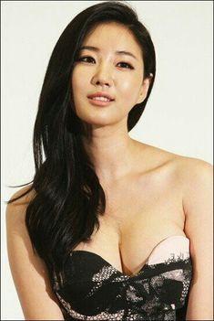 Pretty Korean Girls, Sexy Asian Girls, Beautiful Asian Women, Most Beautiful, Korean Women, Asian Woman, Kpop Girls, Asian Beauty, Actors & Actresses