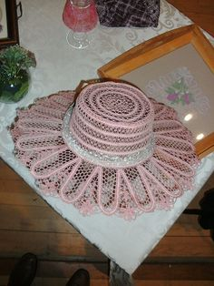 De Prikkertjes Point Lace, Bobbin Lace, Ribbon Embroidery, Hobbies And Crafts, Sun Hats, Crochet Hats, Holiday Decor, Pink, Tablecloths