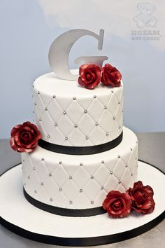G Roses Wedding Cake My wedding cake made it to DreamDay Cakes website!!!