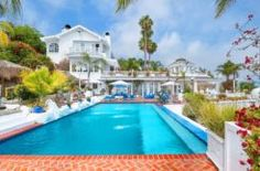 This one-of-a-kind retreat bears gorgeous landscaping, art deco interiors and panoramic ocean/city views only seen in postcards. Magnificently perched on a 1.8 acre site,  Your imagination and turn this into a masterpiece fit for royalty.