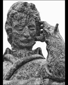 Estátua de Chopin na Praia Vermelha #praiavermelha #riodejaneiro #estatua #statue #chopin #bw_lover #bnw #monochrome