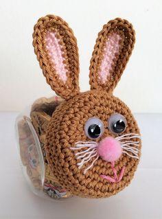 Snoeppotje - Haasje - made by Marygold Holiday Crochet, Easter Crochet, Crochet Bunny, Crochet Hats, Crochet Garland, Crochet Fabric, Crochet Basket Pattern, Crotchet Patterns, Crochet Jar Covers