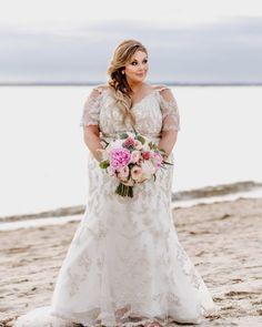 - 18 Princess Wedding Dresses Make Your Dream Come True - Wedding Inspirationz Plus Size Wedding Gowns, Princess Wedding Dresses, Plus Size Dresses, Long Sleeve Wedding, Wedding Dress Sleeves, Lace Sleeves, Plus Size Brides, Curvy Bride, Wedding Styles