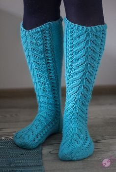 Cable Knit Socks, Woolen Socks, Crochet Socks, Knitting Socks, Knit Crochet, Knitting Patterns Free, Knit Patterns, Free Knitting, How To Purl Knit