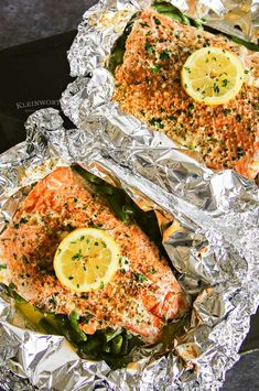 Garlic Butter Salmon is a simple foil packet dinner recipe that's oven-baked for a quick & healthy dinner or made on the grill at your next backyard BBQ. Salmon Foil Packets Grill, Fish In Foil Packets, Foil Packet Dinners, Grilled Walleye, Walleye Fish Recipes, Grilled Salmon Recipes, Butter Salmon, Backyard Bbq, Garlic Butter
