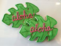 Palm leaf aloha cookie favors omg i could make these so adorable Hawaiian Cookies, Luau Cookies, Summer Cookies, Flower Cookies, Iced Cookies, Royal Icing Cookies, Cookies Et Biscuits, Cookie Bouquet, Birthday Cookies