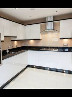 Black and white kitchen by ocean kitchens (Solihull) #cocinasmodernasideas