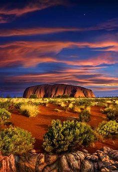 Uluru (Ayers Rock) at sunset, Australia. Beautiful Sunset, Beautiful World, Beautiful Places, Amazing Places, Outback Australia, Australia Travel, Ayers Rock, Parcs, Amazing Nature