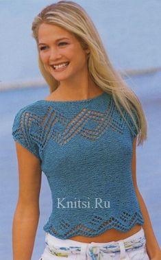 Синий пуловер связанный поперек