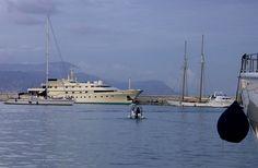 * Iate *  Antibes, França.