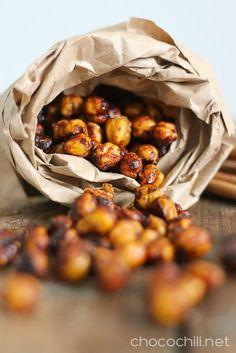 Roasted Coconut Sugar Cinnamon Chickpeas // chocochili.net