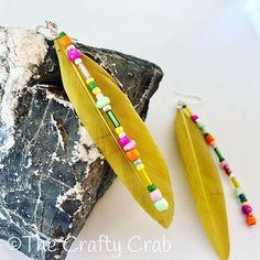Sommerkollektion 2020  Federleichte Boho Ohrringe mit bunten Glasperlen. Länge inkl. Ohrhaken: ca. 10 cm  #schmuck #jewelry #ohrringe #earring #boho #bohochic #bohemian #fashion #style #feather #feder #lightasafeather  #unikat #unique #thecraftycrab #craftycrabcrafts #handmade #handgemacht #swissmade #love #lovehandmade #buyhandmade #beautiful Bohemian Fashion, Crafty, Beautiful, Instagram, Boho Earrings, Glass Beads, Schmuck, Boho Fashion