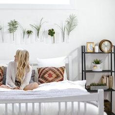 5 Hacks for Small Apartment Decor | Make your small space feel huge with these decor solutions to the rescue