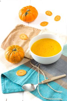 Soupe monochrome carotte et courge mandarin